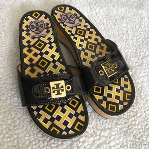 Tory Burch platform, patent leather sandals 👡